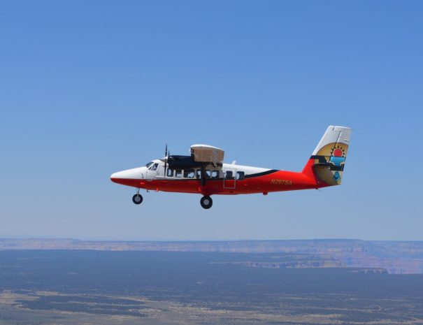 Papillon_plane-flying-to-the-grand-canyon