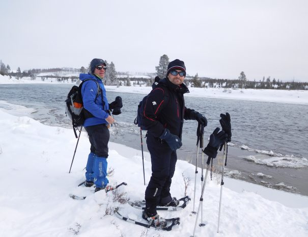 active_travel_west_usa_yellowstone_national_park_winter_small_group_snowshoe_tour (23)